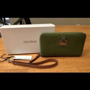 Dooney and Bourke Wallet w/Strap